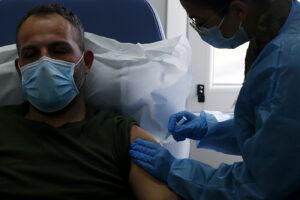 Vaccinazioni Covid, fare in fretta per bloccare le varianti
