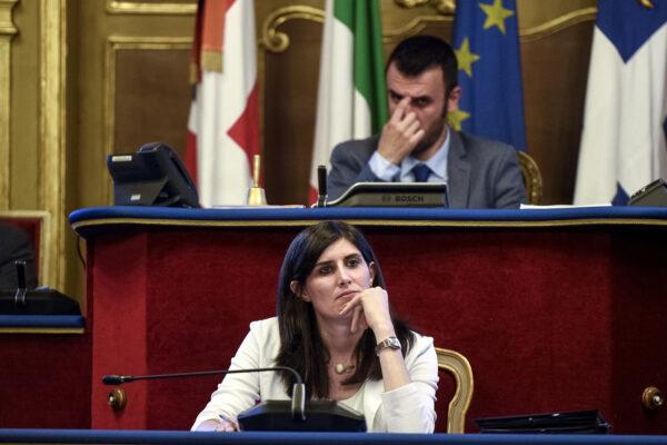Dopo Raggi è il turno di Appendino, anche a Torino traballa la maggioranza 5 Stelle: nel mirino l'alleanza col PD