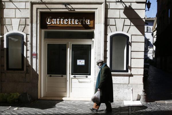 Foto Cecilia Fabiano/ LaPresse  15 Marzo 2021 Roma (Italia) Cronaca :   Primo giorno in zona rossa nella capitale    Nella foto : bar chiuso  Photo Cecilia Fabiano/LaPresse March 15 , 2021  Roma (Italy)  News : First day of Red Zone  against coronavirus contagion in Rome  In The Pic : cafe closed