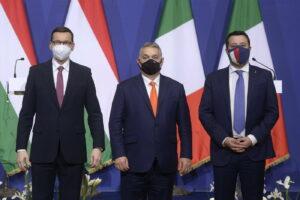 """Salvini contro il PD per il rapporto con le Sardine, il movimento accusa: """"Meglio noi che un dittatore come Orbán"""""""