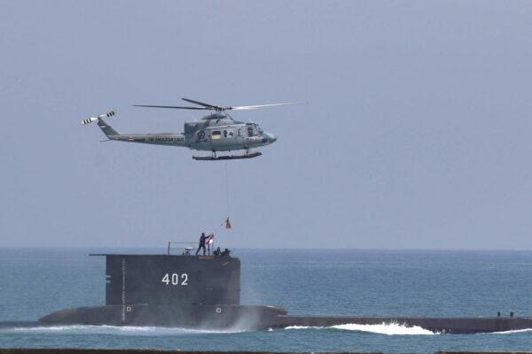 """Ritrovati i resti del sottomarino scomparso: """"È affondato, i 53 marinai hanno finito l'ossigeno"""""""