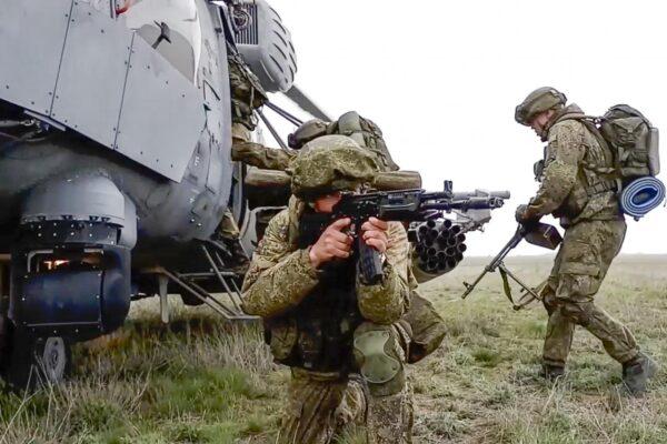 Tensioni in Crimea, la Russia annuncia il ritiro delle truppe dal confine ucraino