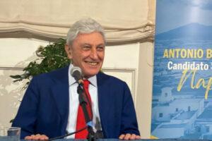 """Bassolino apre la campagna elettorale: """"Alla città non serve un curatore fallimentare ma il sindaco del Recovery"""""""