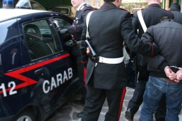 Rubano borse griffate in Centro: arrestati dai carabinieri