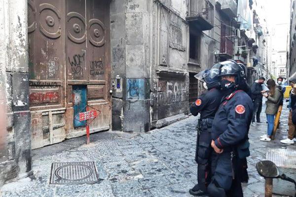 Con la politica assente a Napoli avanzano i clan