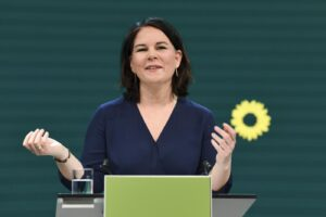 Chi è Annalena Baerbock, prima candidata dei Verdi alla Cancelleria: correrà per succedere alla Merkel