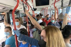 """Aggressione omofoba sull'autobus a Roma: """"Fate schifo"""""""