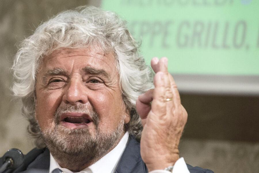 """Beppe Grillo, assist ai lavoratori non vaccinati: """"Stato paghi i tamponi, serve pacificazione"""""""