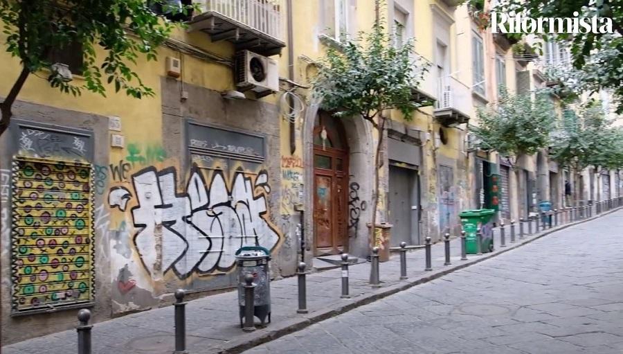 """Napoli, attività deserte nel centro storico: """"Rischiamo di essere sostituiti dai negozi cinesi"""""""