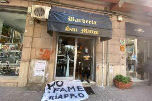 """La disperazione di un barbiere in zona rossa: """"Riapro il salone, ho fame"""""""