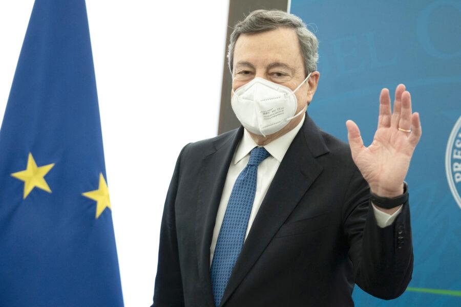 """Draghi se ne frega dei mal di pancia della maggioranza: """"Avete portato l'Italia alla povertà, ora ci penso io"""""""