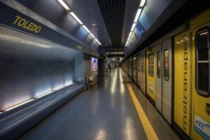 Napoli, viaggiatore investito da treno della metropolitana nella stazione Toledo