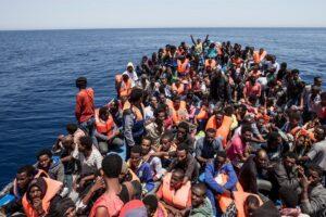 Nel mondo 80 milioni in fuga da dittature, violenze e povertà: il virus non è il peggiore dei mali
