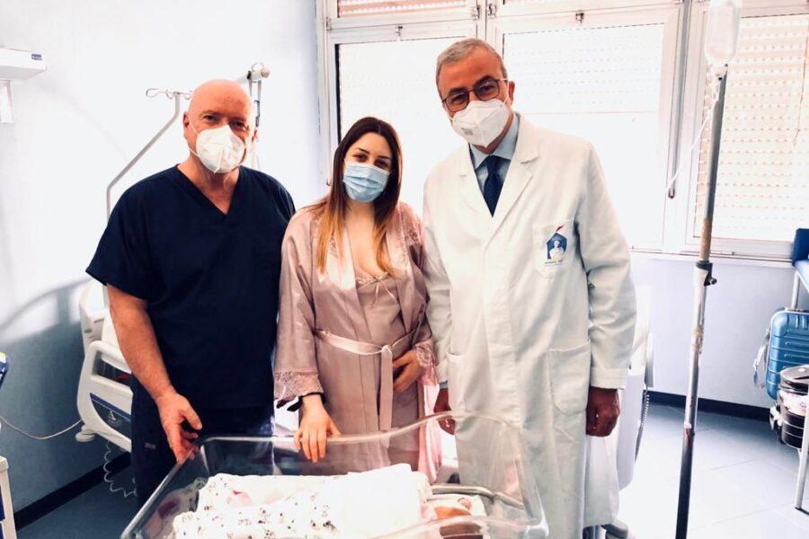 Partorisce 4 mesi dopo emorragia cerebrale: il Cardarelli salva la vita a mamma Francesca e alla piccola Gioia