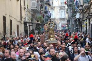 """Il Covid cancella la prima processione di San Gennaro di Mimmo Battaglia: """"Consentite solo 200 persone nel Duomo"""""""