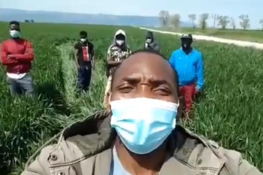"""Fucilate dal suv in corsa, migrante ferito al volto: """"Non è un episodio isolato"""""""