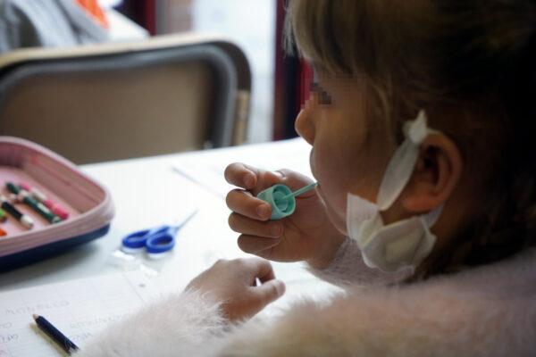 Tampone ai bambini, ecco quello a forma di lecca lecca: come funziona