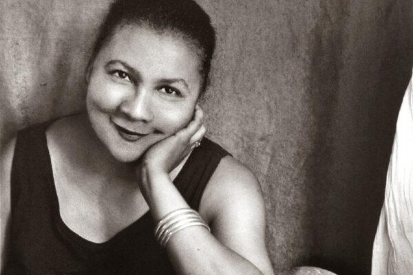 Gloria Watkins, la scrittrice che smonta i luoghi comuni del femminismo