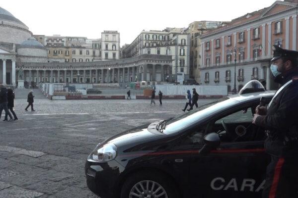 Napoli, troppe persone in piazza del Plebiscito: blitz con multe dei carabinieri