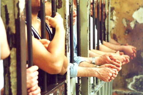 """Torture nel carcere di Sollicciano, chiesto processo per 10 agenti e due medici: """"Timpano e costole rotte"""""""