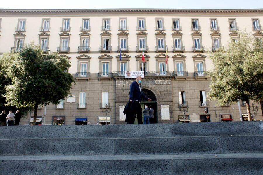Per il Comune di Napoli spuntano anche i candidati clandestini, ci sono ma non si vedono