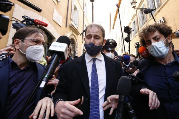 """Casaleggio lancia l'ultimatum ai 5 Stelle: """"Pagate i debiti con Rousseau entro il 22 aprile o prendiamo strade diverse"""""""