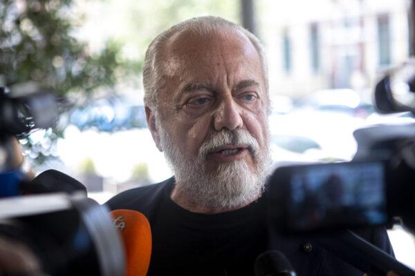 Diritti tv, dissesto e Covid: a Napoli comanda l'ammuina