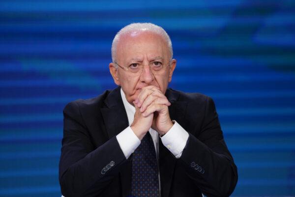 """De Luca: """"Napoli immune entro luglio, stiamo uscendo dal calvario"""""""