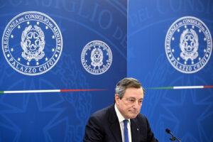 Draghi riaccende il motore dell'Italia: riaperture, soldi e diplomazia