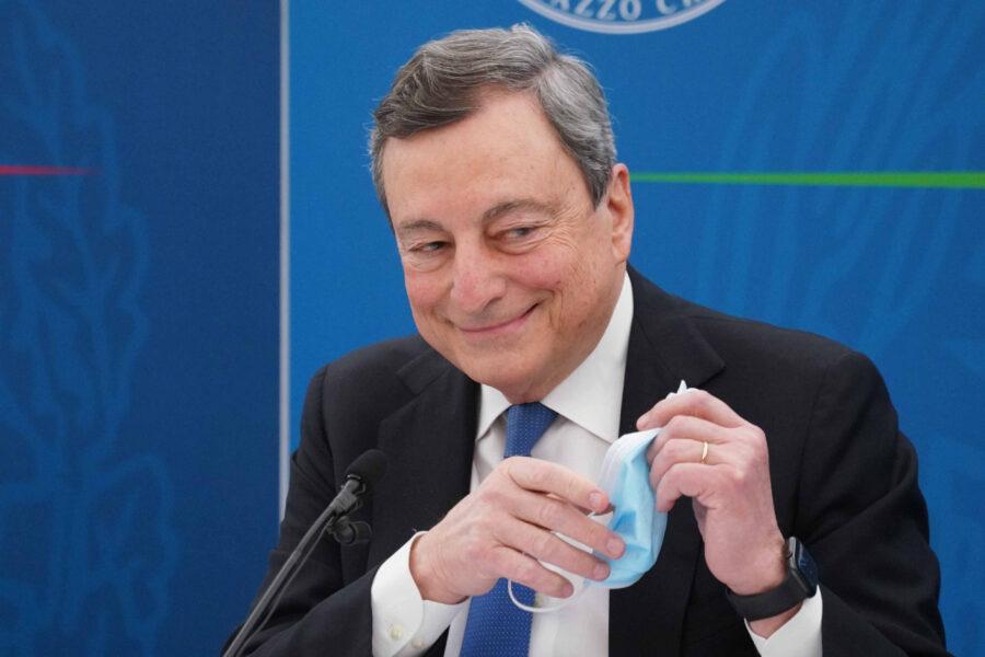 Riaperture, Draghi non cede e va allo scontro coi governatori: gli studenti devono tornare in classe