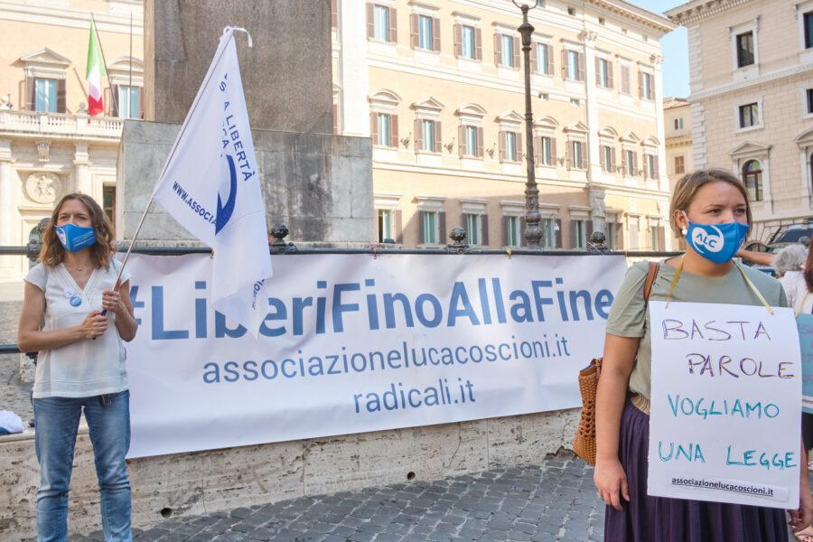 Eutanasia, i radicali depositano il referendum: da luglio il via alle firme
