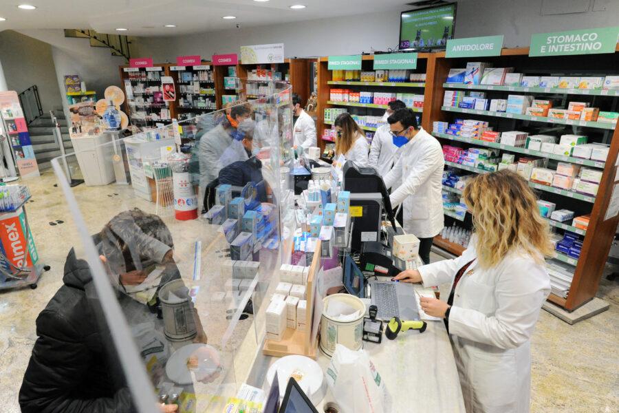"""Vaccino in farmacia, in 500 già pronte a Napoli e provincia: """"Abbiamo già decine di richieste"""""""