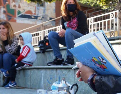 Un libro, un biglietto e un aiuto sospeso: parte da Scampia la rete di solidarietà nazionale