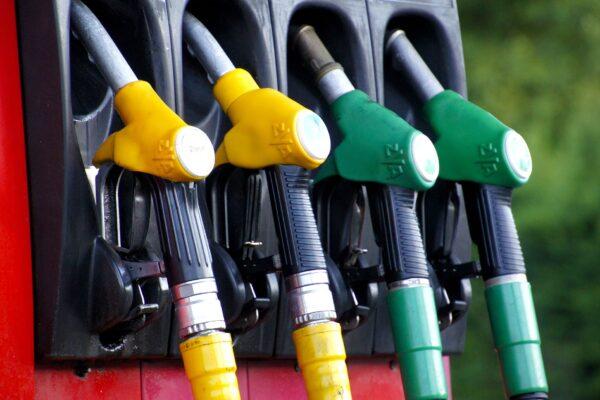 Vendevano gasolio agricolo spacciandolo per quello normale: blitz a Napoli, Salerno e Caserta contro i Casalesi