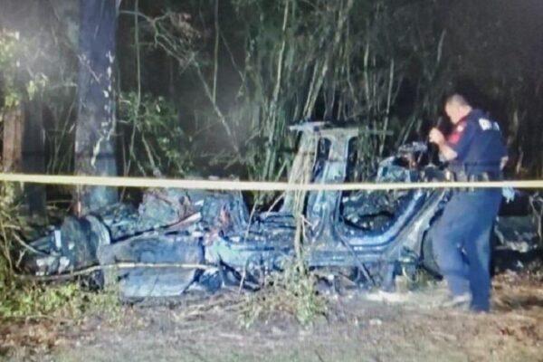 Tesla senza conducente si schianta contro un albero, morti i due uomini a bordo