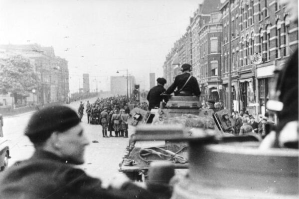 """""""L'attentato"""", il racconto di Mulish sull'occupazione nazista in Olanda"""