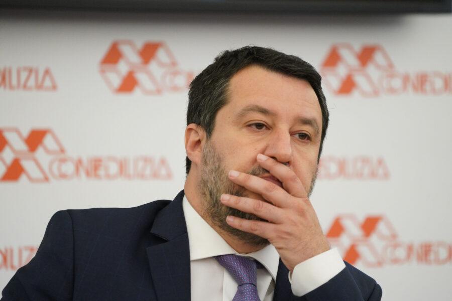 """""""Ha l'ansia da prestazione"""", Salvini in difficoltà su tre fronti: nella Lega, con la Meloni e nel governo"""