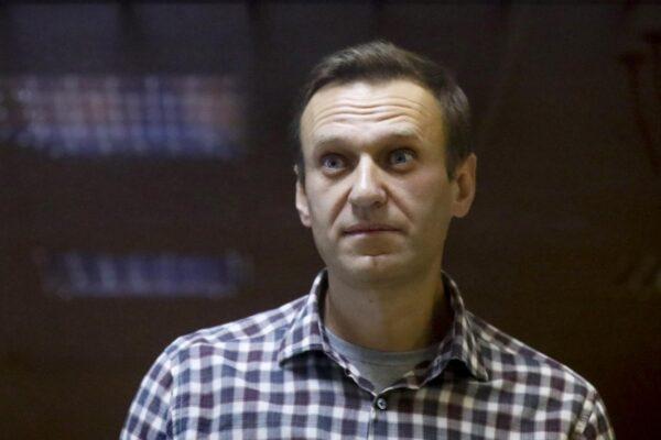 """""""Navalny sta morendo, è questione di giorni"""", allarme sulle condizioni dell'oppositore di Putin"""