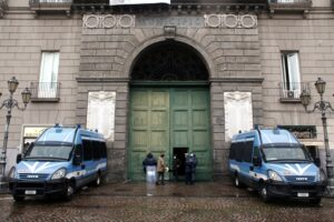 Se a destra e sinistra vince solo il politicismo a farne le spese è Napoli