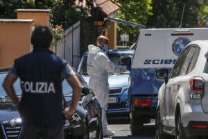 Trovata morta in casa con una ferita alla gola: non si esclude l'omicidio