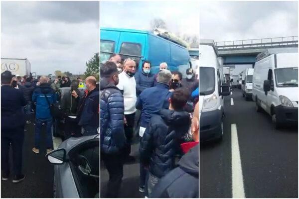 """Mercatali occupano l'autostrada, traffico paralizzato sulla Napoli-Roma: """"Ridateci Conte, siamo sul lastrico"""""""