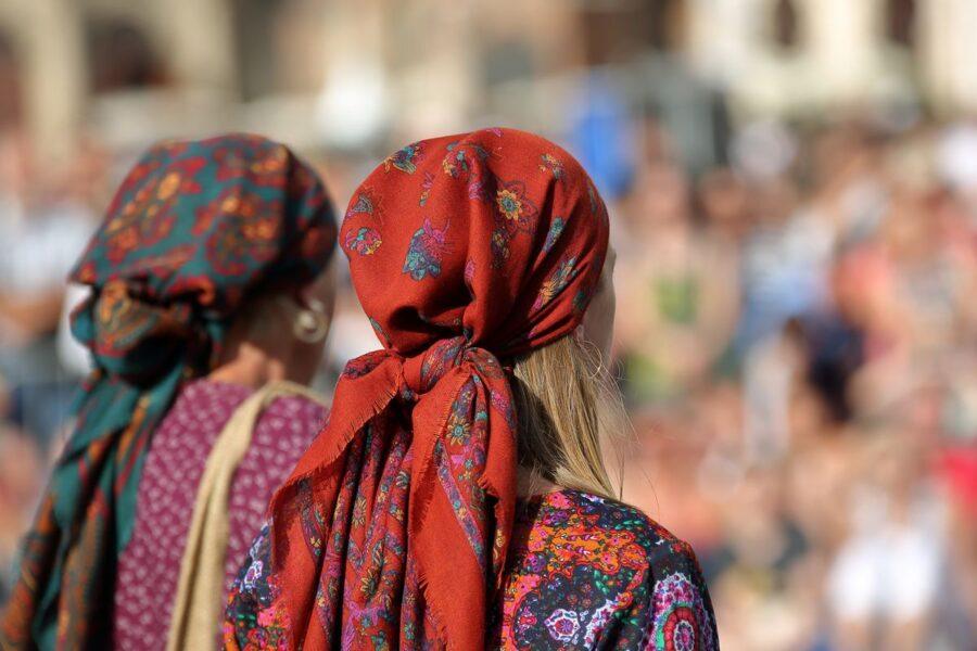 I rom chiedono solo una cosa: il vento per scavalcare i muri dell'egoismo