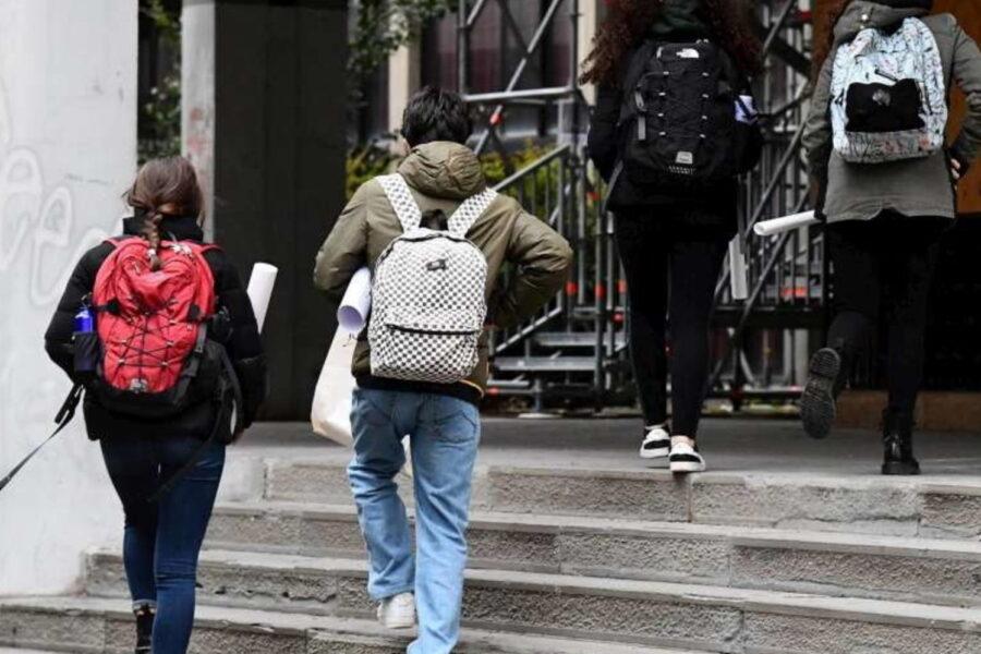 """Riapertura scuole, l'allarme di Pregliasco: """"C'è preoccupazione, spaventa mobilità"""""""