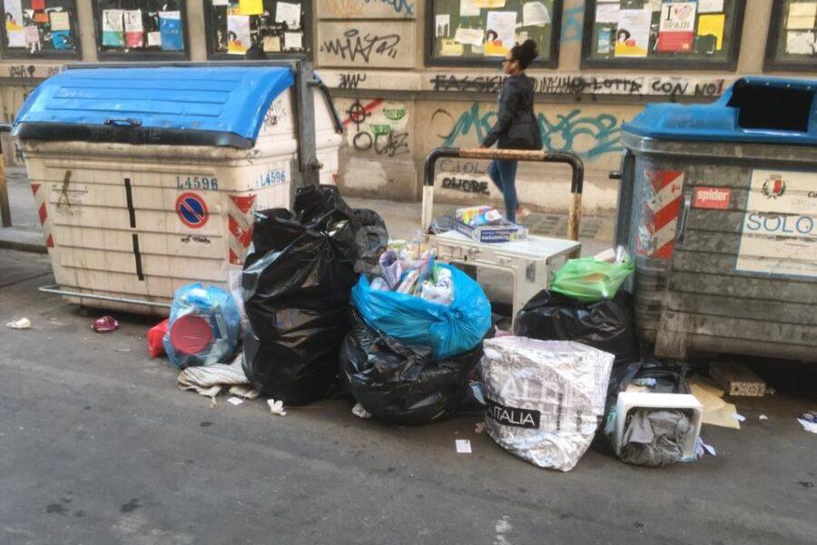 La tasse sui rifiuti strangola gli imprenditori, a Napoli si paga il doppio rispetto al Nord