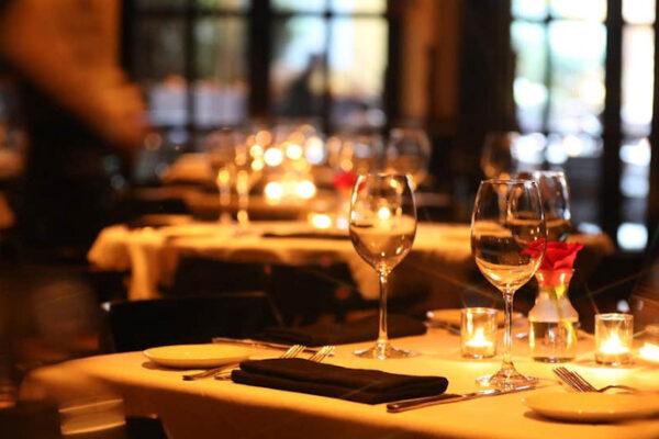 Giudice scroccone terrore dei ristoratori: cibo e vino a sbafo nei migliori ristoranti intorno al Tribunale