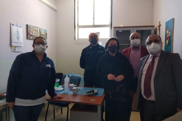 """Partono le vaccinazioni ai detenuti campani: """"È un diritto, un dovere e un obbligo morale"""""""