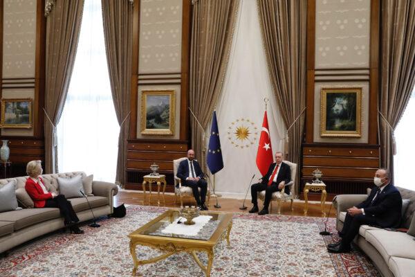 Ursula lasciata senza sedia è lo schiaffo di Erdogan all'Europa