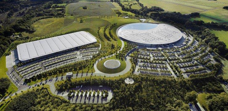 La McLaren vende la sua sede di Woking, affare da 200 milioni di euro