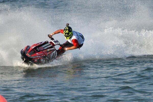 Le moto d'acqua fanno show a Rimini: vincitori e gare in programma