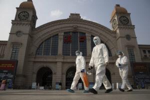 Coronavirus 'uscito' da laboratorio di Wuhan? Su Science un team di scienziati chiede una nuova inchiesta